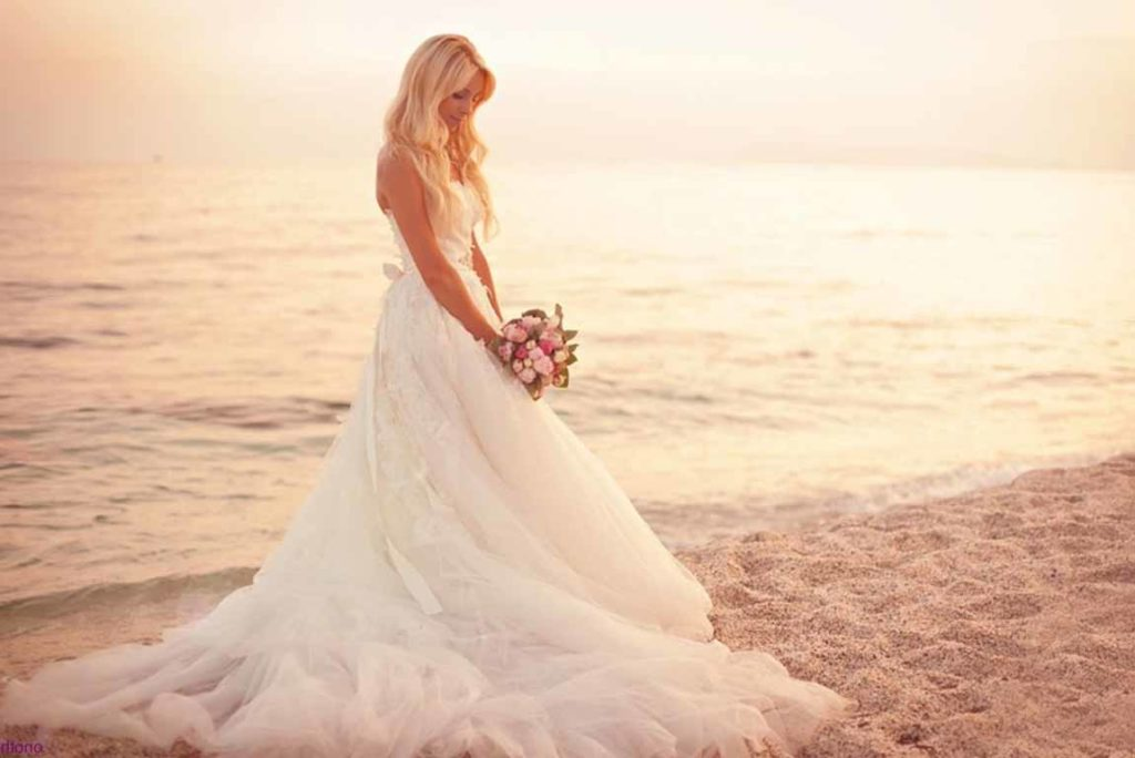 abito-da-sposa-per-matrimonio-in-spiaggia