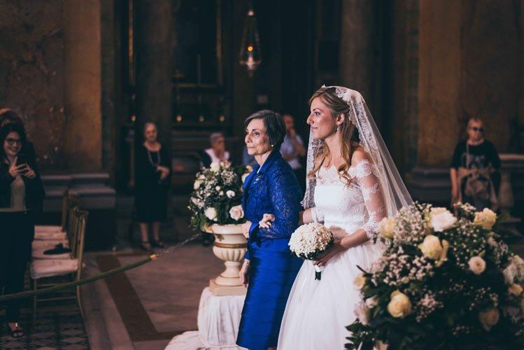 ingresso-sposa-in-chiesa