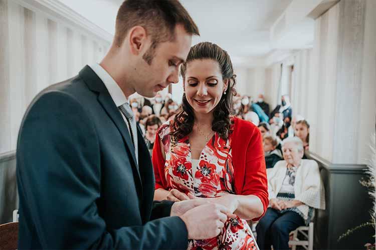 come-portare-le-fedi-agli-sposi